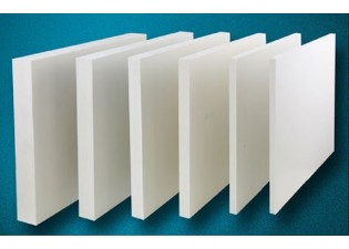 So sánh tấm nhựa PVC kỹ thuật và tấm nhựa PVC Foam