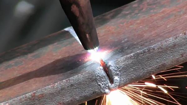 Công nghệ cắt Oxy Gas là một quá trình cắt kim loại dựa trên các phản ứng hóa học của oxy với oxit sắt ở nhiệt độ cao