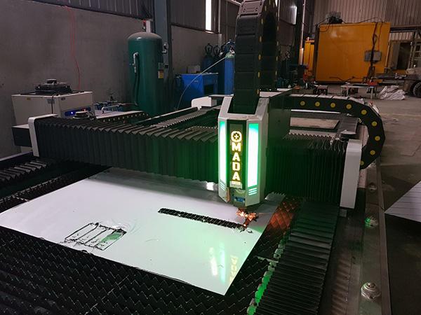 Máy cắt Laser CNC Fiber là thiết bị cắt kim loại dựa trên hệ thống được điều khiển hoàn toàn bằng máy móc