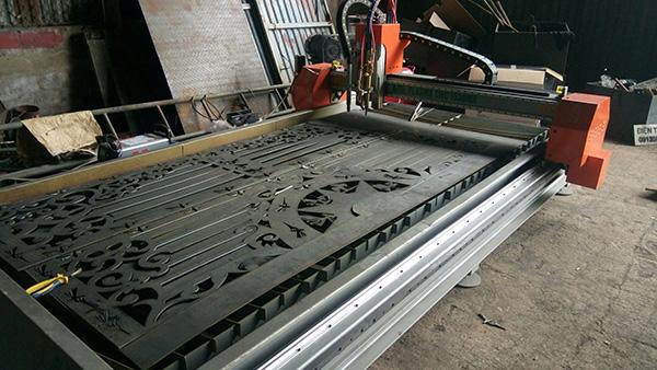 Máy cắt Plasma CNC thường dùng để cắt các tấm vật liệu bằng kim loại như đồng, nhôm, inox, thép đen, đem lại độ chính xác cao