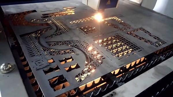 Cả hai loại máy cắt đều đem lại tính thẩm mỹ và độ chính xác cao khi đưa ra kết quả cắt kim loại