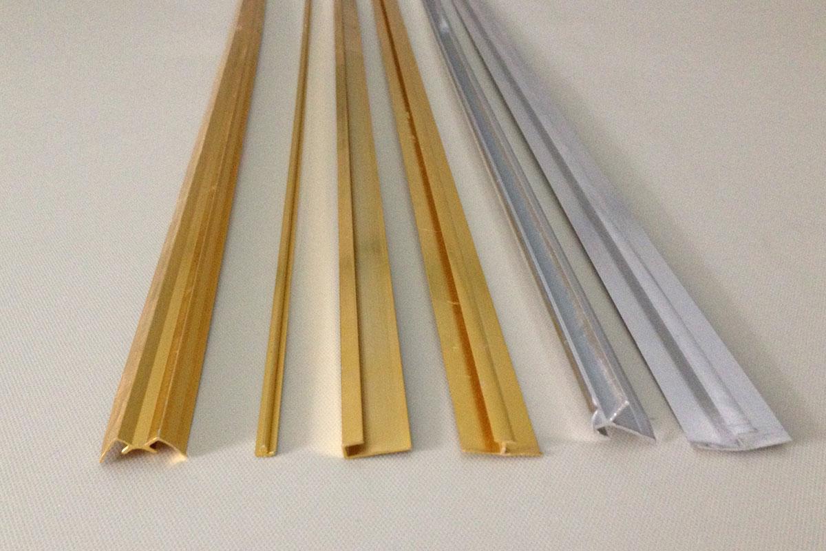 Phào chỉ nhựa PVC vân đá với 2 màu vàng và bạc
