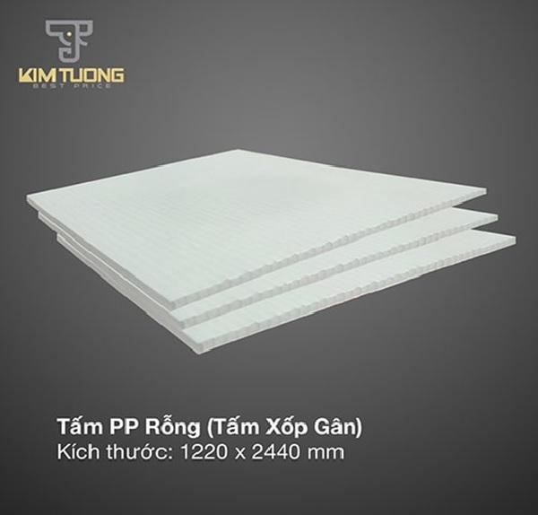 Tấm nhựa PP rỗng thường được sản xuất với kích thước 1220 x 2440mm (rộng x dài)