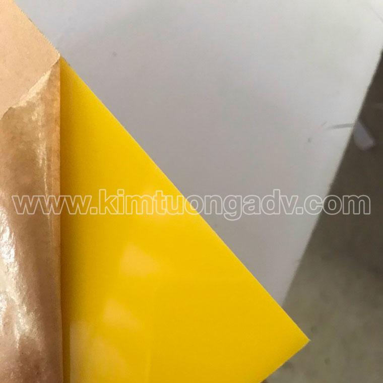 tấm mica màu vàng